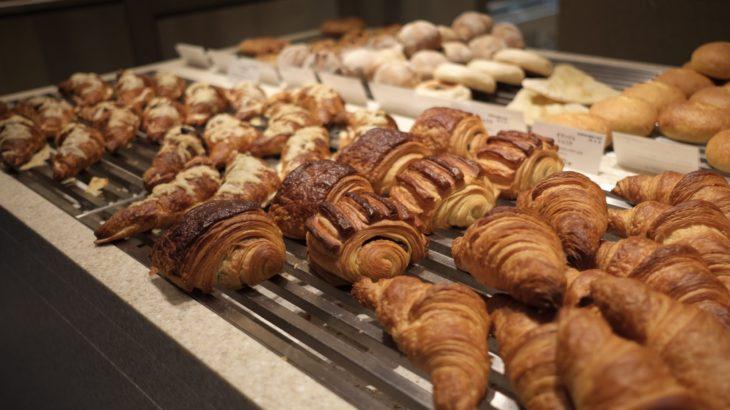 名古屋発のパン屋バゲットラビット自由が丘店が!!店内がシンプルでお洒落。