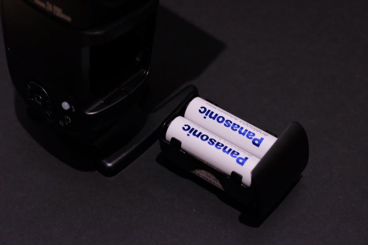 ストロボ 単三電池4本