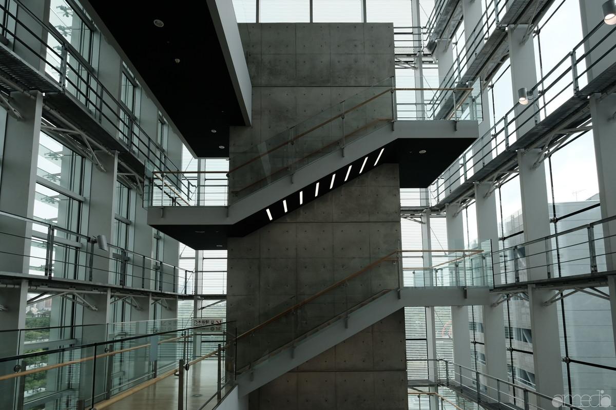 新国立美術館の階段