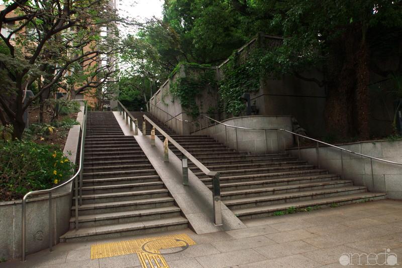 聖橋脇の階段