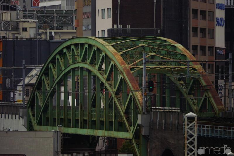 望遠でアーチ状の橋を狙った
