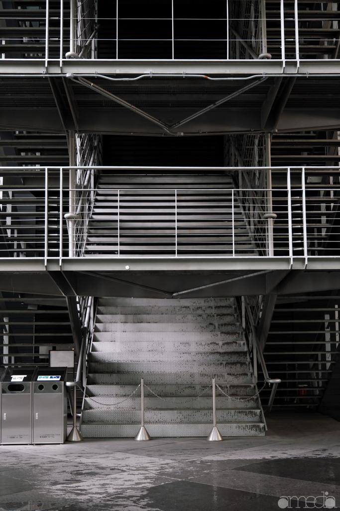 東京国際フォーラム外の階段