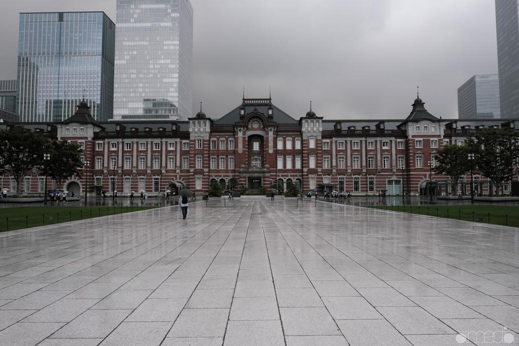 雨の東京駅東京駅