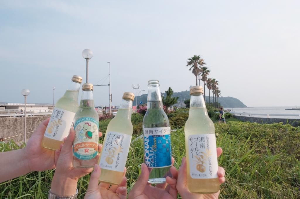 江の島に向かって鎌倉サイダー