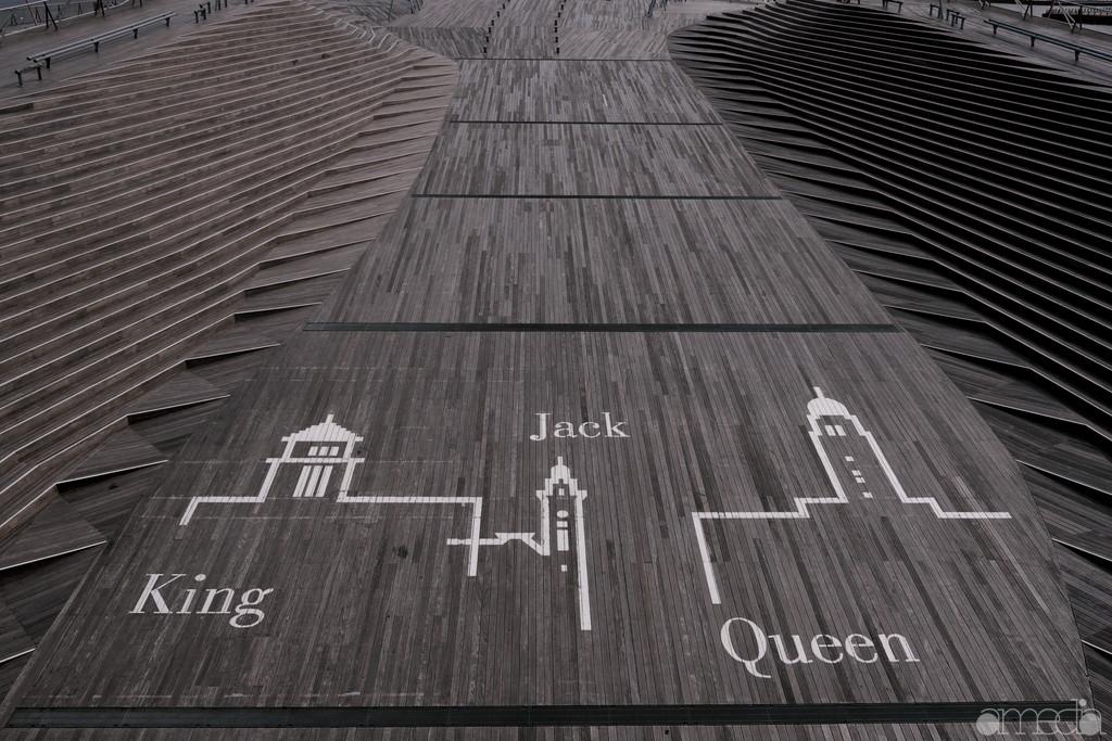 キング・ジャック・クイーンの横浜三塔のグラフィック