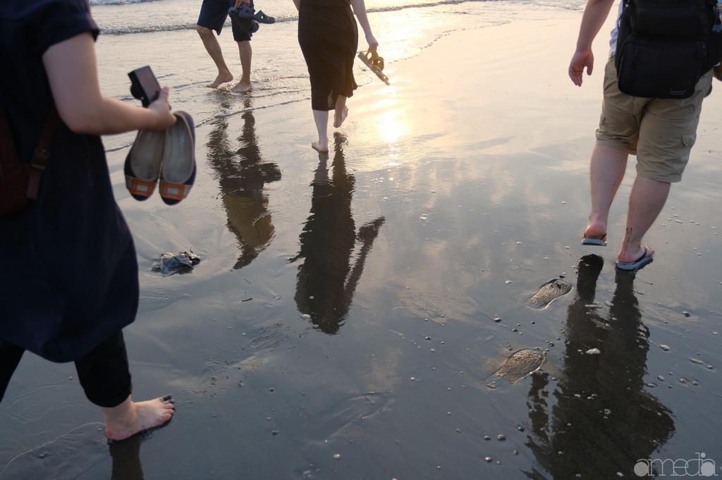 皆で歩いた浜辺。