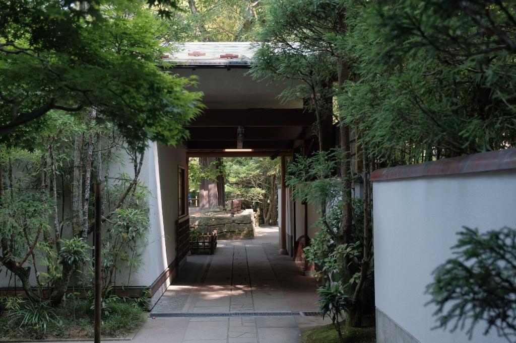 竹の庭の入口