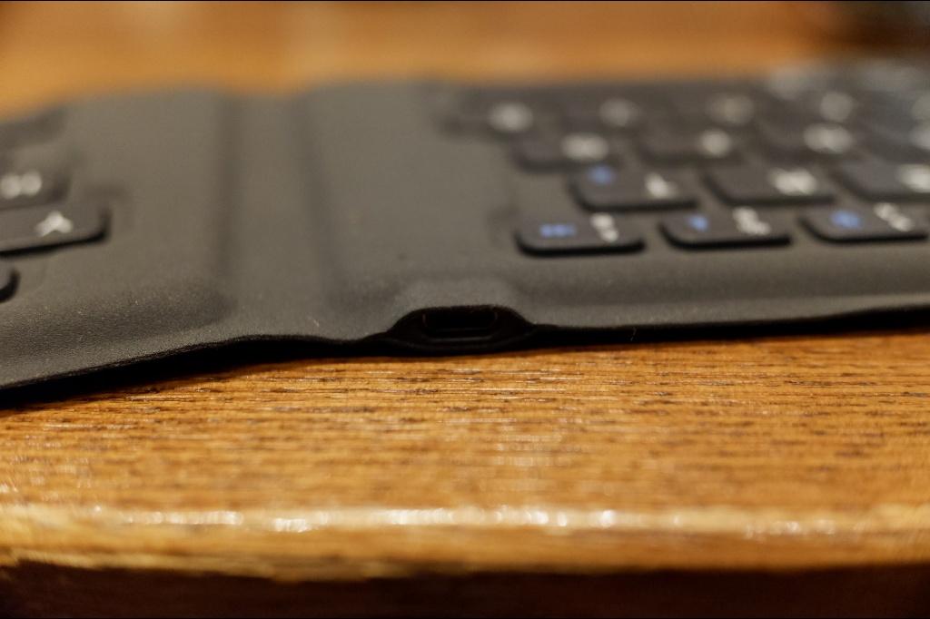 折りたたみ ワイヤレスキーボード