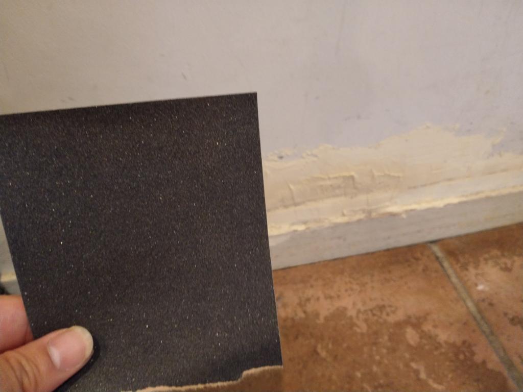 壁の穴補修 紙やすり