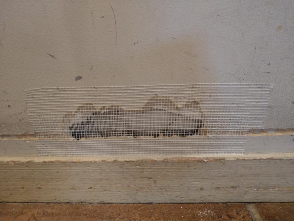 壁紙なしの壁の穴の補修をセルフで直す 必要な物と手順を確認していく