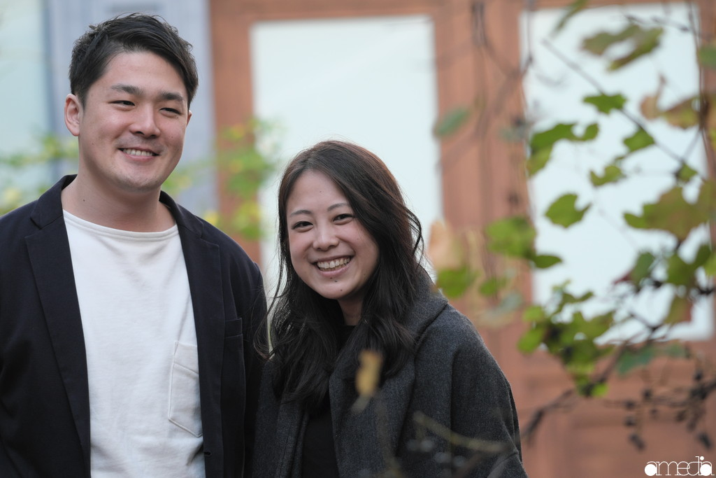 新婚夫婦の幸せそうな笑顔。カメラ好き美容師で本当に良かった。